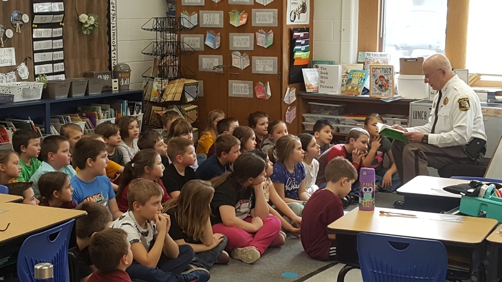Sheriff Biniecki reads to our 2nd grade